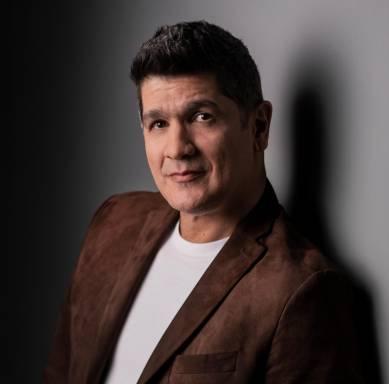 Eddy Herrera celebra nominación a los premios Heat Latin Music