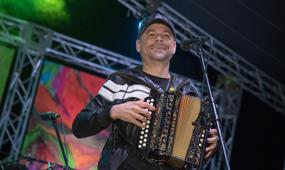 Santiago celebrará en agosto festival del perico ripiao